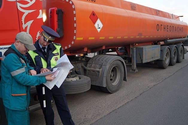 Проверка документов ГИБДД при перевозке опасного груза