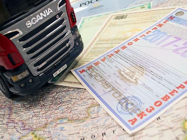 Коллаж лицензия и грузовик