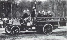 Первая пожарная машина в России